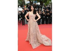 Aishwarya Rai Bachchan dazzles in gold at Cannes 2016 Deep Red Lips, Strapless Dress Formal, Formal Dresses, Aishwarya Rai Bachchan, Elie Saab, Cannes, Red Carpet, Gowns, Fashion