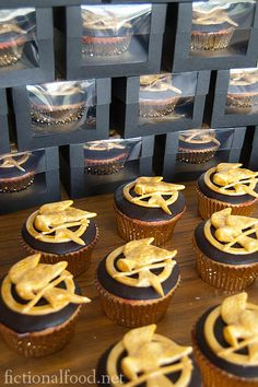 Hunger Games Cupcakes. !!!!!!!!!!!!!!!!!!! I don't even know what to say.