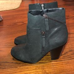 Shop Women's Vince Camuto size 10 Ankle Boots & Booties at a discounted price at Poshmark. Description: Brand new shoe boots perfect for fall. Sold by emmac3. Fast delivery, full service customer support.