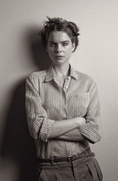 Going androgynous for the spring 2010 season, Margaret Howell finds the perfect face in Kim Noorda. Styled and photographed by Venetia Scott as usual… Margaret Howell, Androgynous Fashion, Tomboy Fashion, Androgynous Women, Tomboy Style, Women's Fashion, Mein Style, Comme Des Garcons, Boyish
