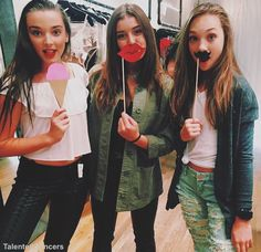 Dance moms - Kendall, Kalani and Maddie Dance Moms Dancers, Dance Mums, Dance Moms Girls, Maddie Ziegler, Mackenzie Ziegler, Elastic Heart, Abby Lee, Dance Moms Kendall, Bff