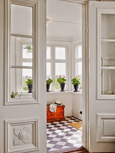 Sunroom Mudroom Design With Black And White Checkered Floor Cottage Deck Patio Modern Home Entry Ideas Style At Home, Mudroom, My Dream Home, Home Fashion, Interior Inspiration, Interior And Exterior, Beautiful Homes, Living Spaces, Sweet Home