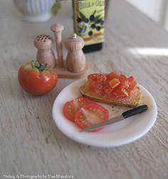 Extaordinary realism in all of Yuri Munakata's mminiatures!!!1/12th scale miniature food - Bruschetta
