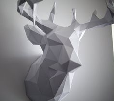 DIY Paper Reindeer Head (Just in time for Christmas! 3d Paper Crafts, Paper Art, Diy And Crafts, Reindeer Head, Diy 3d, Origami 3d, Paper Animals, Diy Papier, Animal Heads