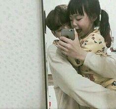 Lay and Zhang Xiamei Cute Asian Babies, Korean Babies, Asian Kids, Cute Babies, Father And Baby, Dad Baby, Baby Kids, Ulzzang Kids, Ulzzang Couple