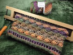 Chic retreat cowl with video loom along - Stitching Projects Loom Knitting Stitches, Loom Knitting Projects, Knitting Tutorials, Loom Patterns, Crochet Patterns, Round Loom, Sewing Basics, Basic Sewing, Textiles
