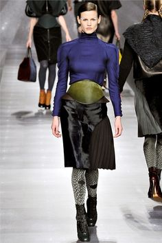 #moda Photos and comments to know the collection, the outfits and accessories Fendi presented for Fall Winter 2012-13