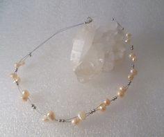♠ Brautschmuck♠  Zierliche Perlenkette aus  drahtummantelten Nylonfäden mit Silberkügelchen und echten, muschelrosa eingefärbten Süßwasserperlen.  Län