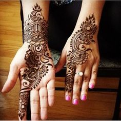 A henna tattoo or also know as temporary tattoos are a hot commodity right now. Somehow, people has considered the fact that henna designs are tattoos. Henna Hand Designs, Mehandi Designs, Mehndi Designs Finger, Mehandi Design For Hand, Mehndi Designs Book, Mehndi Designs For Beginners, Mehndi Designs For Girls, Mehndi Design Pictures, Unique Mehndi Designs