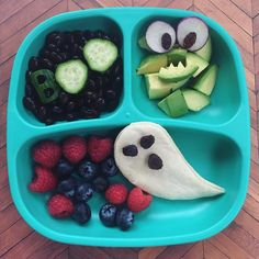 "Kids plates tonight Ghost quesadillas, berries, ""boo"" beans and avocado monster#dinner #halloween #replaymoms #replaymeals #vegan"