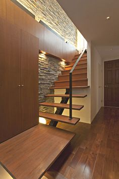玄関ホール~階段