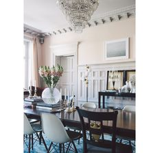 Blush walls in a traditional dining room with modern chairs on Thou Swell Kevin O'Gara Decor, Pink Room, Interior, Home, Dining, Dining Room Design, Elegant Homes, Traditional Dining Room, Chic Interior