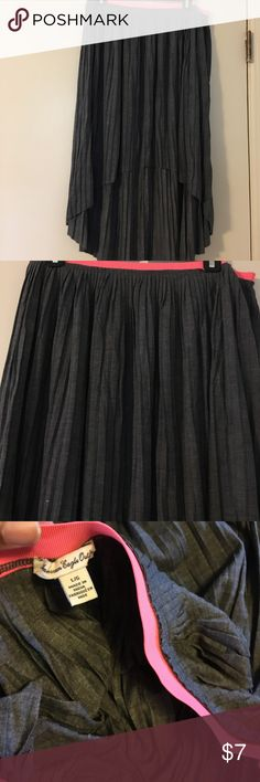 High low pleated skirt (Get the look) American eagle, high low pleated skirt. Beautiful light weight material that flows on your body but is not see thru! Wore once. In great condition American Eagle Outfitters Skirts High Low