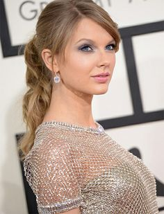 2014 GRAMMYs: The Total Beauty Recap -> Pink Lip: Taylor Swift