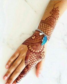 No photo description available. Rajasthani Mehndi Designs, Peacock Mehndi Designs, Latest Bridal Mehndi Designs, Mehndi Designs Feet, Henna Art Designs, Mehndi Designs For Girls, Mehndi Designs 2018, Mehndi Designs For Beginners, Stylish Mehndi Designs