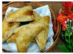 Simple and easy fish puff. Best Fish Recipes, Puff Recipe, Puff Pastry Sheets, Chapati, Fried Onions, Thing 1, Stuffed Peppers, Baking, Simple