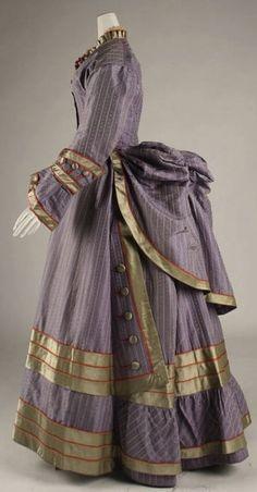 1872–75 Purple Dress by Poteidia - Beautiful buttons!