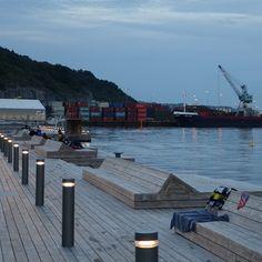 oslo   norge   sørenga sjøbad med utsikt på industrihavn