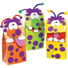 Silly monster paper bag puppets - made from colored bags, foam circles, chenille stems Kids Crafts, Arts And Crafts, Party Crafts, Kids Diy, Halloween Bags, Halloween Crafts, Courge Halloween, Monster Crafts, Paper Bag Crafts