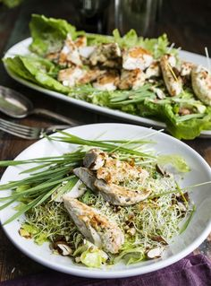 Vihreä voimasalaatti ja broileria, Green salad with avocado-oil, almonds, wheatgrass and chicken. Superhealthy! – Ruoka.fi