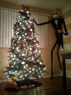 I'm making one of these with two outfits: black for Halloween and sandy claws suit for Christmas. DIY Nightmare Before Christmas Halloween Props: Life-Size DIY Jack Skellington Prop Halloween Prop, Halloween Trees, Halloween Decorations, Christmas Decorations, Halloween Designs, Nightmare Before Christmas Halloween, Halloween Christmas, Winter Christmas, Happy Halloween