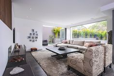 Renovated and furnished by Capital Building, this contemporary single family house is located in Sydney's coastal suburb South Coogee. Modern Interior, Interior Architecture, Interior Design, Room Decor Bedroom, Living Room Decor, Living Area, Sydney, Ideas Hogar, Container House Design