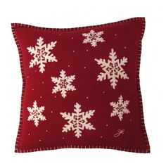 Jan Constantine Snowflake Cushion (549.985 IDR) ❤ liked on Polyvore featuring home, home decor, christmas, pillow, filler, red, jan constantine and red home decor