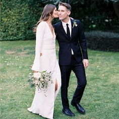 16 Minimalist Wedding Ideas That Show Less *Is* More