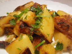 Lebanese Spiced Potatoes (Batata Harra) - My Recipe Notebook Middle East Food, Middle Eastern Dishes, Middle Eastern Recipes, Lebanese Cuisine, Lebanese Recipes, Syrian Recipes, Cooking Onions, Vegetarian Recipes, Gourmet