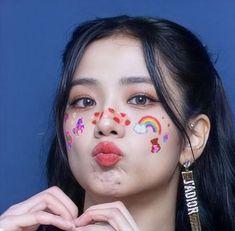 Jisoo Do Blackpink, Blackpink Jisoo, Bts Black And White, Black Pink Kpop, Blackpink Jennie, Blackpink Poster, Billdip, Blackpink Photos, Blackpink Fashion