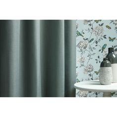 Wanneer je de kleur van je gordijnen met je behang matcht, mag je behang best een opvallend printje hebben! #raamdecoratie #behang #wonen #kwantum #interieur