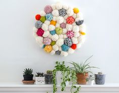Learn how to make an easy DIY Pompom Wall Hanging! Beginning Knitting Projects, Beginning Crochet, Pom Pom Rug, Pom Pom Garland, Yarn Crafts, Diy Crafts, Knitting Patterns Free, Free Pattern, Stitch Patterns