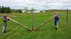 How To Pull Up OLD Fence Posts In Two Minutes   Homesteading Tip | http://thehomesteadsurvival.com/pull-fence-posts-minutes-homesteading-tip/
