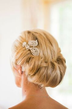 Mother of the bride hairstyle.