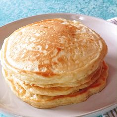 Fluffy Homemade Pancakes Thick and fluffy pancakes made from scratch. These homemade pancakes are melt in your mouth delicious. Fun Baking Recipes, Brunch Recipes, Snack Recipes, Cooking Recipes, Diner Pancake Recipe, Best Pancake Recipe Fluffy, Baking Tips, Snacks, Homemade Pancakes Fluffy