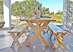The most gorgeous outdoor table at WhiteSands Self-Catering Guesthouse - now this is where we would like to sip our summer cocktails! Summer Cocktails, Outdoor Seating, Picnic Table, Catering, Diy, Furniture, Home Decor, Decoration Home, Catering Business