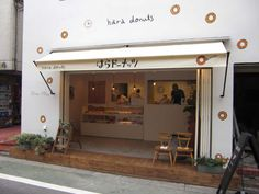 Hara Donuts - Tokyo but mostly I love the clean design of the store, super sophisticated for a donut shop! Coffee Shop Design, Cafe Design, Store Design, Cafe Restaurant, Restaurant Design, Donuts, Donut Store, Scandinavian Interior Design, Cafe Shop
