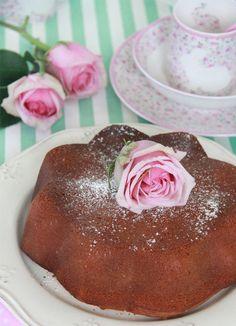 Bizcocho de vainilla y nata montada ~ cake with roses (and bunny cup!) (recipe in Spanish)