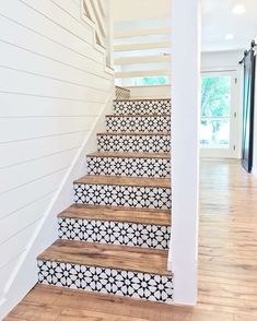 Lovely use of tiles on stair risers. They look stunning against the wood of the steps. Lovely use of tiles on stair risers. They look stunning against the wood of the steps. Style At Home, Home Design, Tile Stairs, Tiled Staircase, Wooden Stairs, Concrete Stairs, Staircase Ideas, Stair Idea, White Staircase