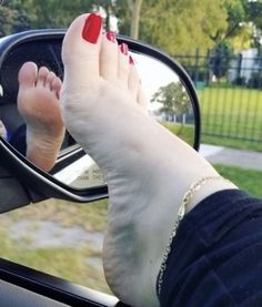 I love women's feet! Nice Toes, Pretty Toes, Pretty Toe Nails, Feet Soles, Women's Feet, Sexy Legs And Heels, Sexy High Heels, Duck Feet Nails, Talons Sexy