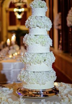 Featured Photographer: Domino Arts Photography; Wedding cake idea.