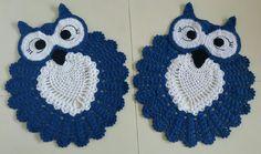 Jogo de dois tapetes corujinha feliz, branco e azul royal.. Thathy Conquistas...