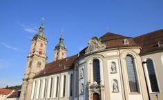 St.Gallen in der Schweiz, liegt unweit des #Bodensee St Gallen, San Francisco Ferry, Building, Travel, Old Town, Switzerland, Places, Architecture, Viajes