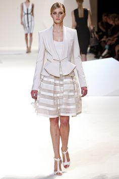 Elie Saab, Défilé Printemps-été 2013 - Vogue.fr