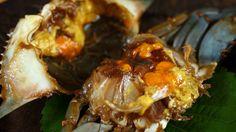 Full recipe, back story & tips: http://www.maangchi.com/recipe/ganjang-gejang Raw crabs marinated in soy sauce (ganjang-gejang) has been one of the most requ...