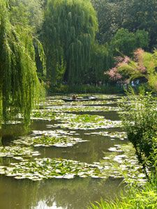 Giverny | Gardens of Claude Monet | Seasons | Giverny accommodation, B & B's, lodgings, hotels, restaurants, news, artists, gardens and house of Claude Monet...