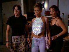Síguenos en Facebook para estar al día: Te gustaba #Embrujadas? Repasamos los mejores #outfits 90s de esta #serie #fashion que vuelve! http://fashionisima.enfemenino.com/2017/01/la-moda-que-rescatamos-con-el-regreso-de-embrujadas/