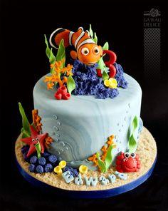 Nemo - Cake by Marie-Josée Fondant Fish, Fondant Cakes, Cupcake Cakes, Cupcakes, Nemo Y Dory, Aquarium Cake, Finding Nemo Cake, Anti Gravity Cake, Alcohol Cake