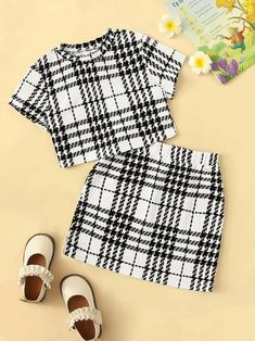 To find out about the Girls Plaid Tee & Elastic Waist Skirt Set at SHEIN, part of our latest Girls Two-piece Outfits ready to shop online today! Girls Fashion Clothes, Teen Fashion Outfits, Girl Fashion, Girl Outfits, Teenage Outfits, Outfits For Teens, Cute Casual Outfits, Pretty Outfits, Mode Pastel
