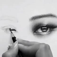 Eye Pencil Drawing, Realistic Eye Drawing, Pencil Art Drawings, Charcoal Paint, Eye Drawing Tutorials, Art Drawings Sketches Simple, Art Sketchbook, Portrait Art, Fine Art